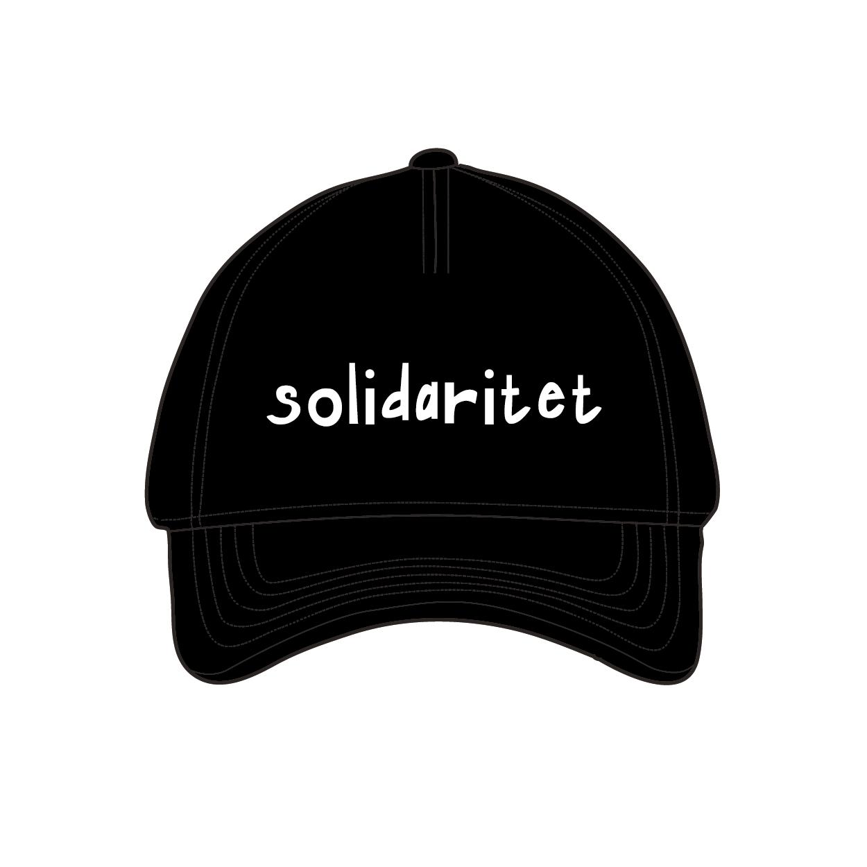 """Svart keps med texten: """"solidaritet"""""""