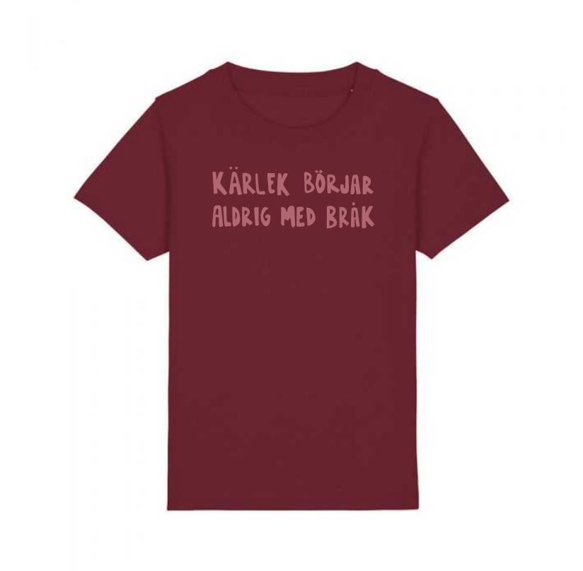 Ekologisk vinröd t-shirt i barnstorlek - Kärlek börjar aldrig med bråk